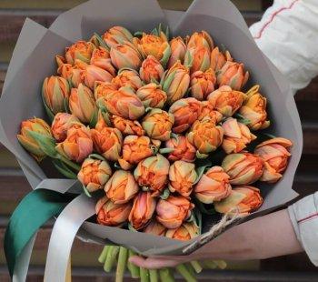 75 оранжевых тюльпанов